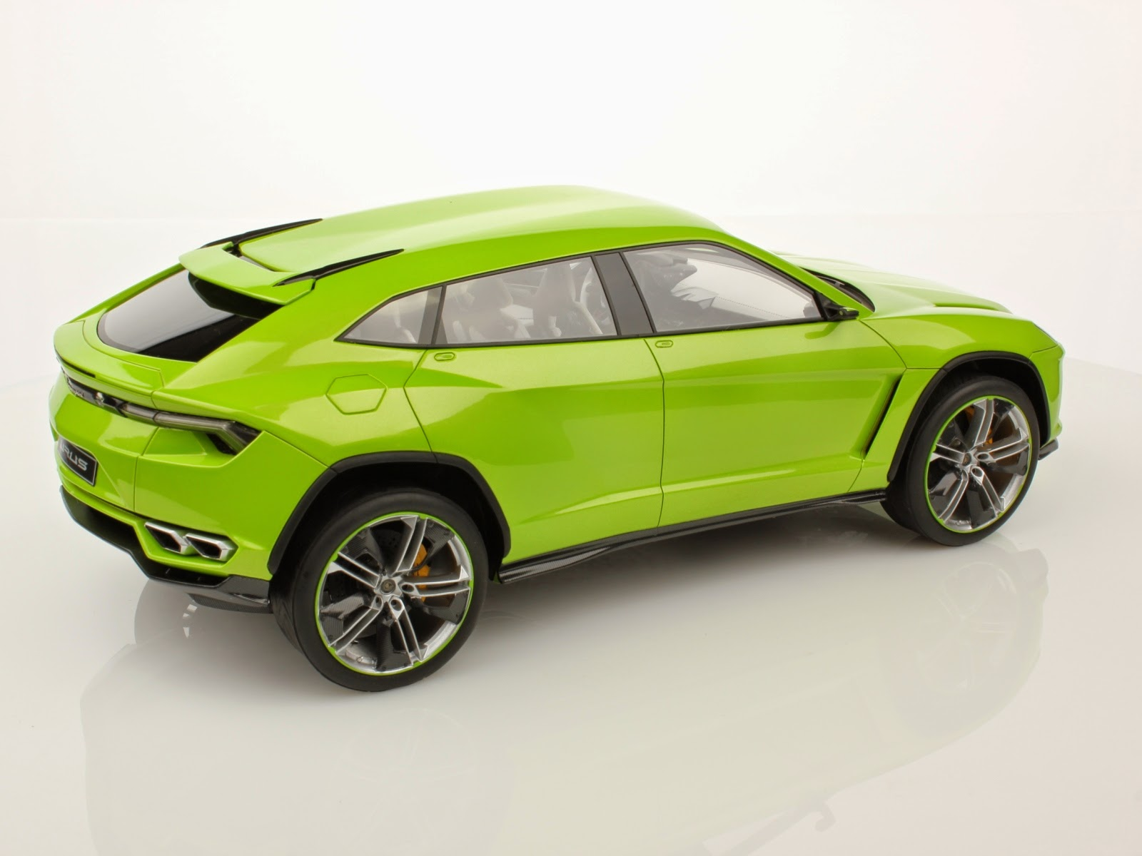 lamborghini urus suv will have similar pricetag to hurac n. Black Bedroom Furniture Sets. Home Design Ideas
