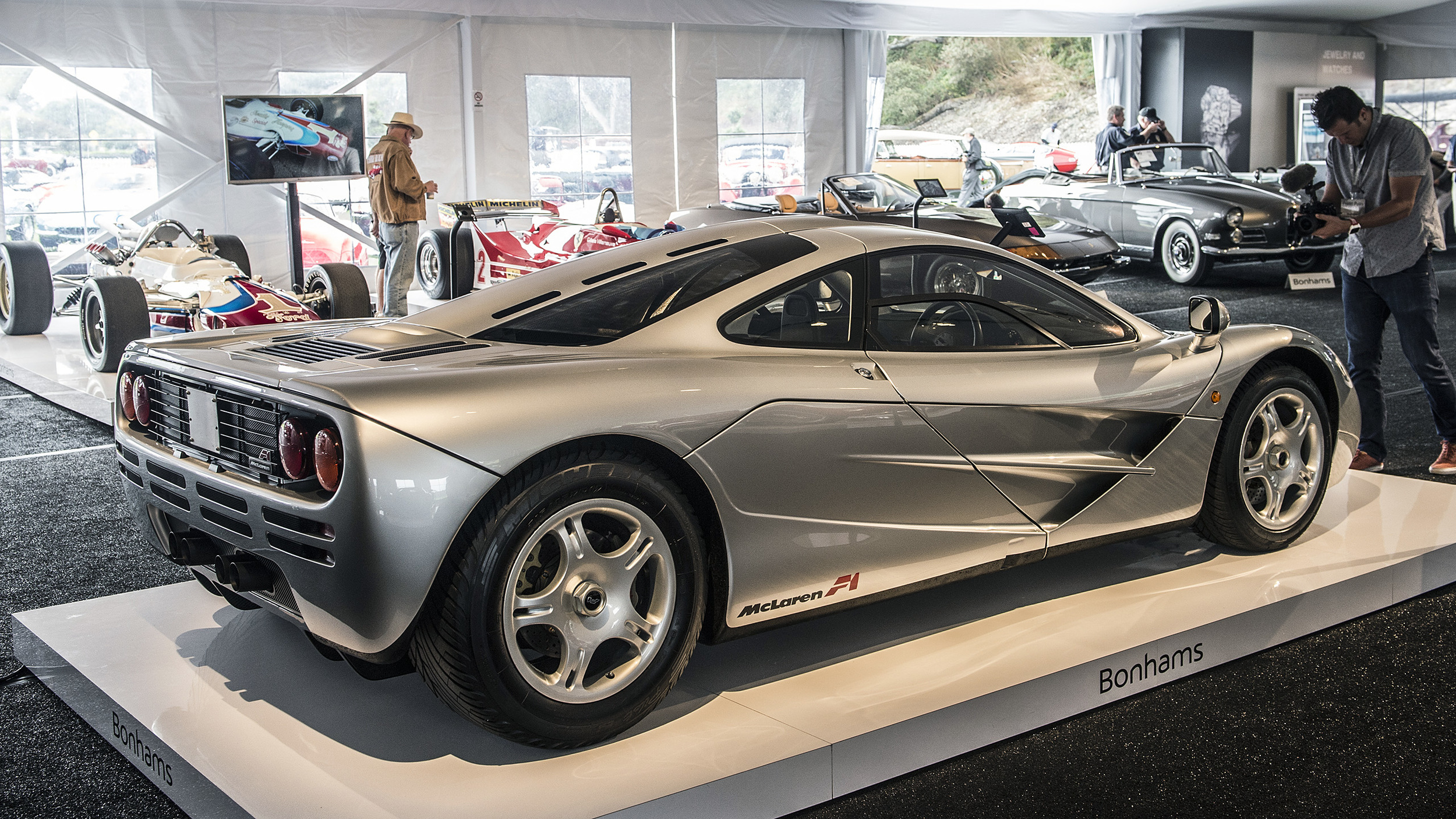 this mclaren f1 just sold for r200 million at auction. Black Bedroom Furniture Sets. Home Design Ideas