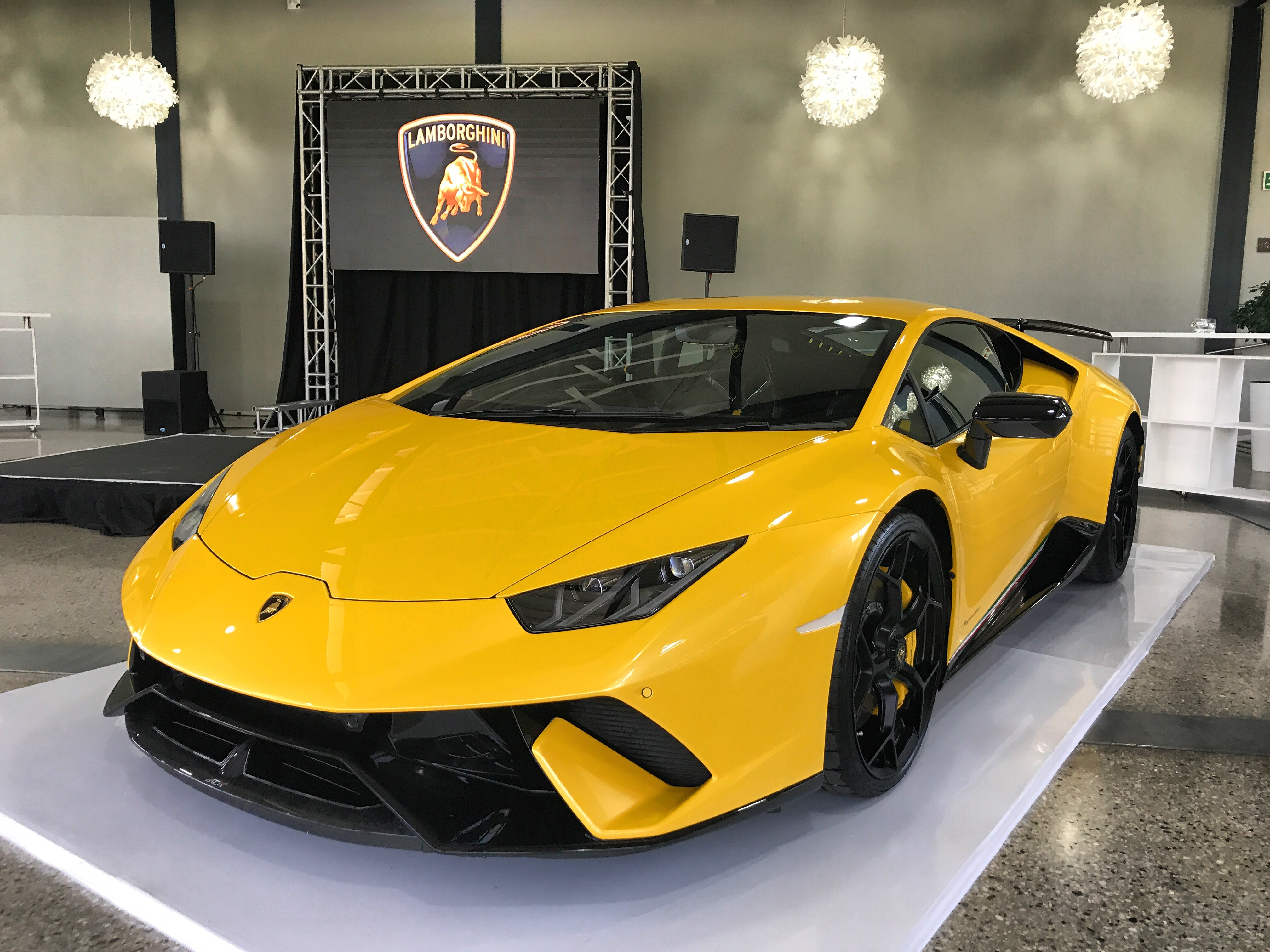 Lamborghini Huracán Performante Shows It's Angry Face In ...