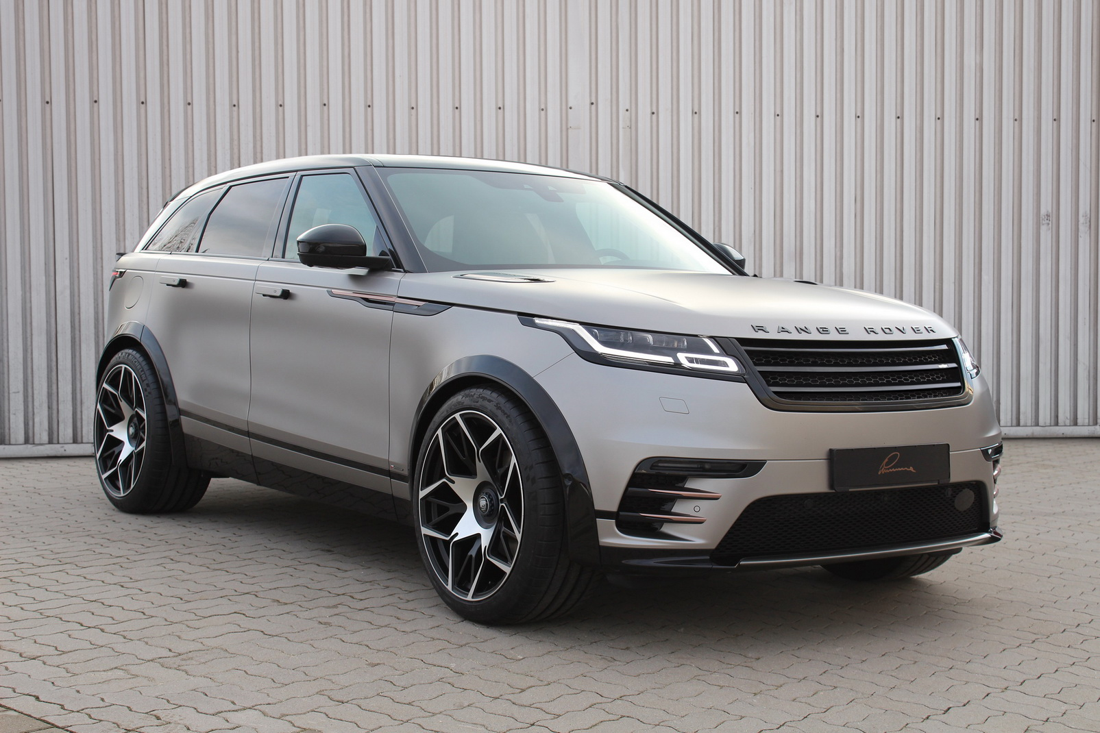 subtle range rover velar tuning by lumma design. Black Bedroom Furniture Sets. Home Design Ideas