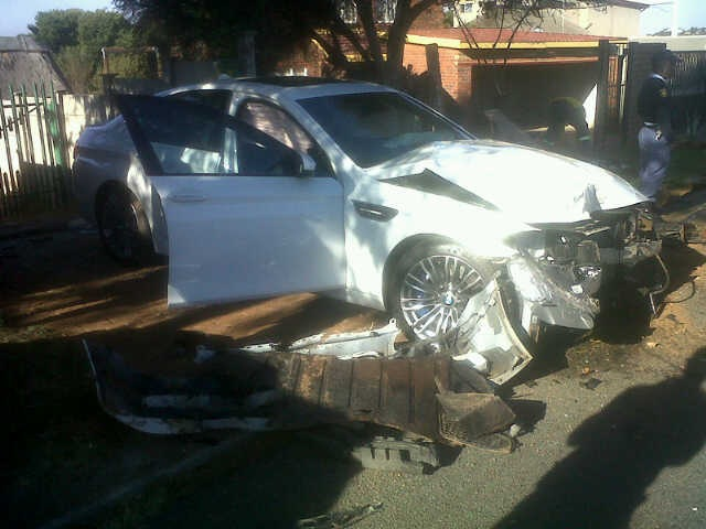 BMW M5 For Sale >> BMW M5 Wrecked After Smashing into Tree in Johannesburg