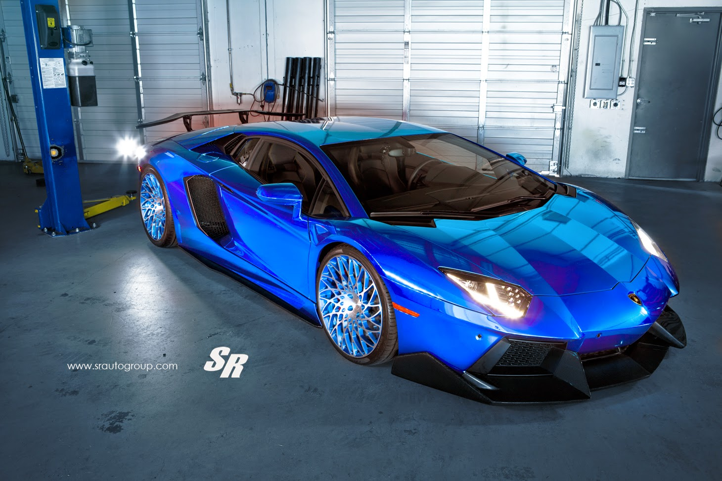 Latest Pur Lamborghini Aventador Fitted With Crazy Wheels