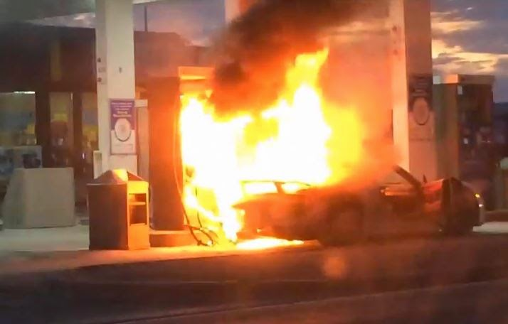 Porsche 918 Spyder Catches Fire Burns To A Crisp