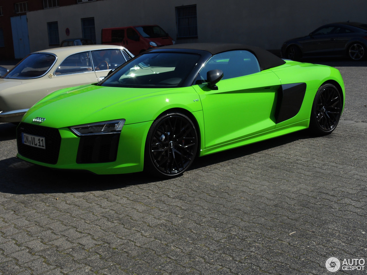 audi  spyder  great  lambo green
