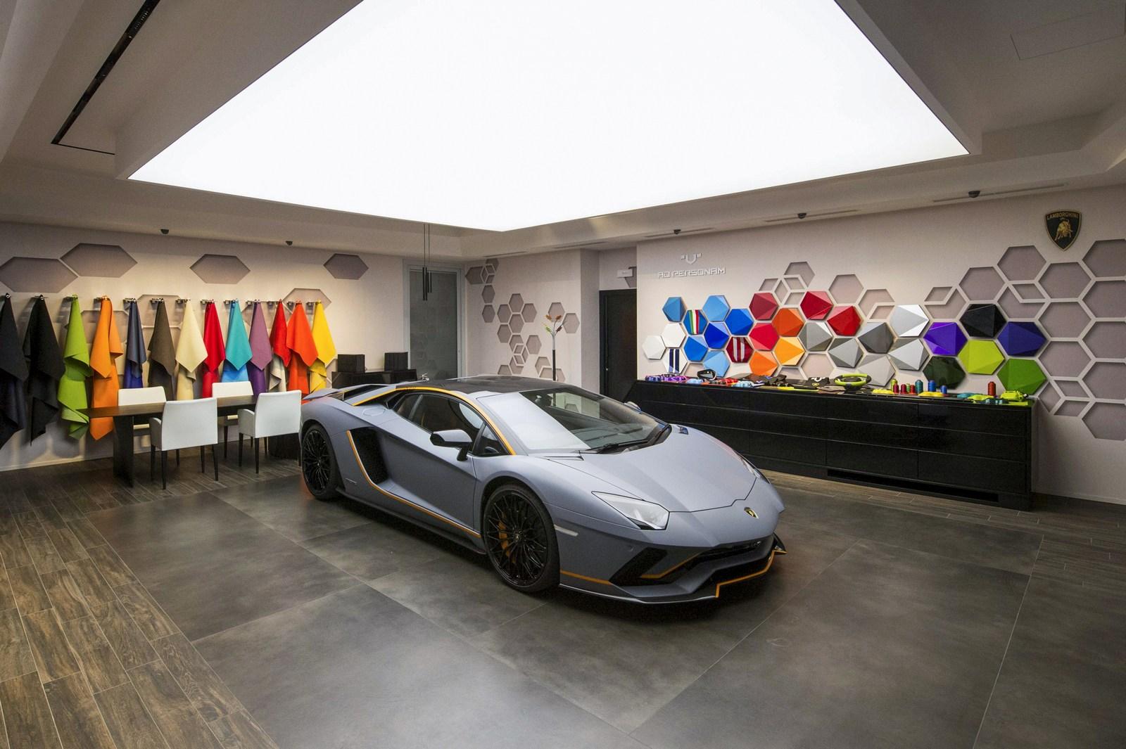 Lamborghini Ad Persona...