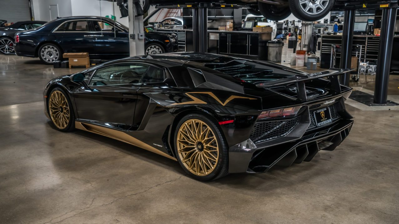 last lamborghini aventador sv coupe delivered to beverly. Black Bedroom Furniture Sets. Home Design Ideas