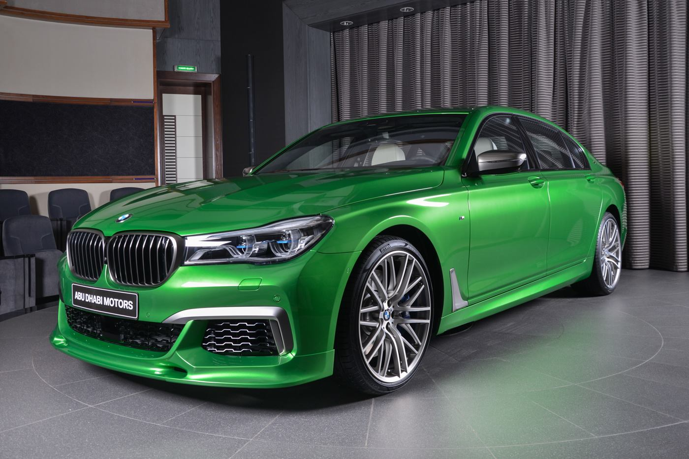 rallye green bmw m760li xdrive looks really good. Black Bedroom Furniture Sets. Home Design Ideas