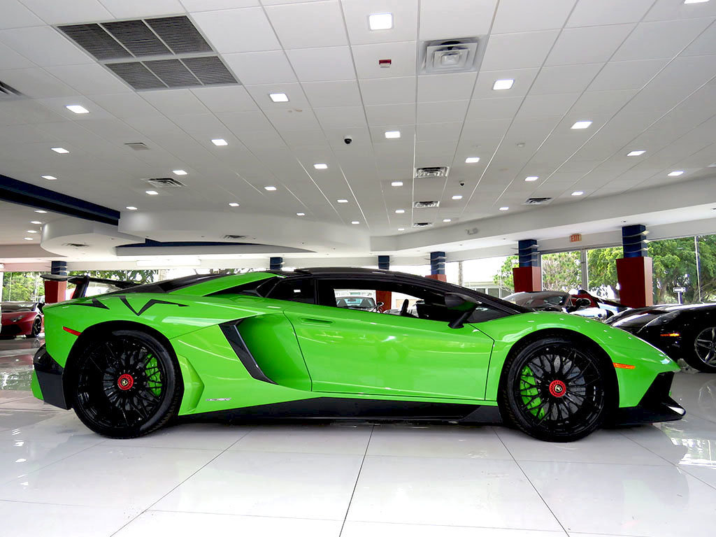 Verde Mantis Lamborghini Aventador Sv Roadster Is A Thing Of Beauty