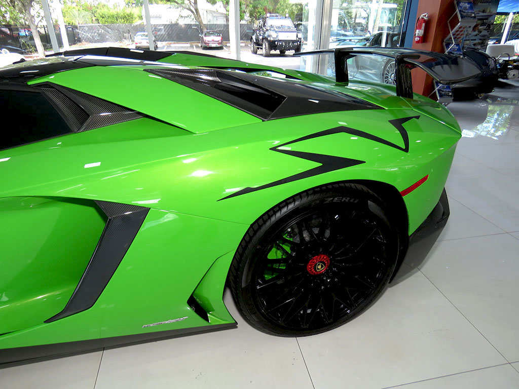 Leasing A BMW >> Verde Mantis Lamborghini Aventador SV Roadster Is A Thing Of Beauty