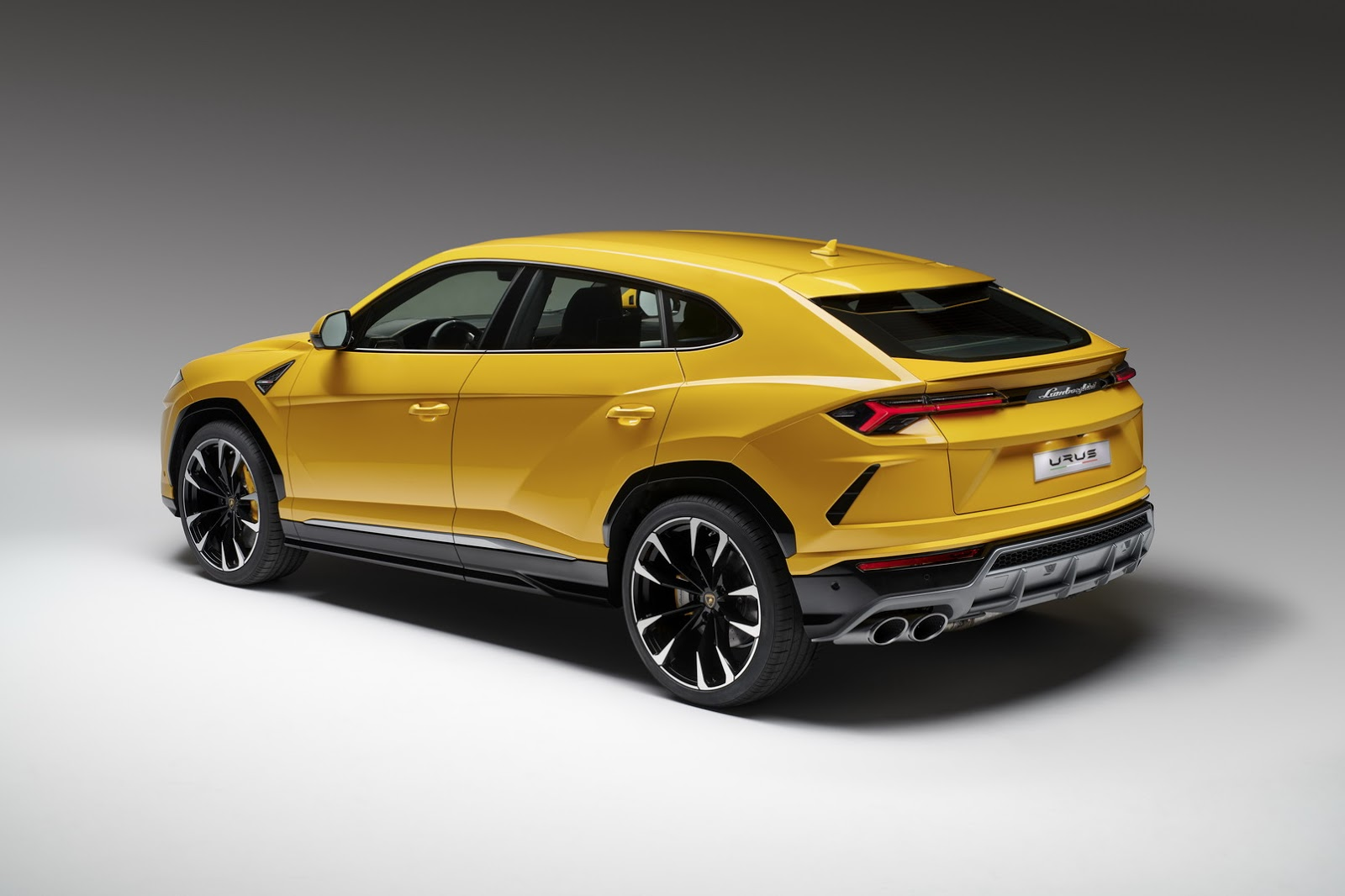 Lamborghini Urus Is The World S First Super Suv