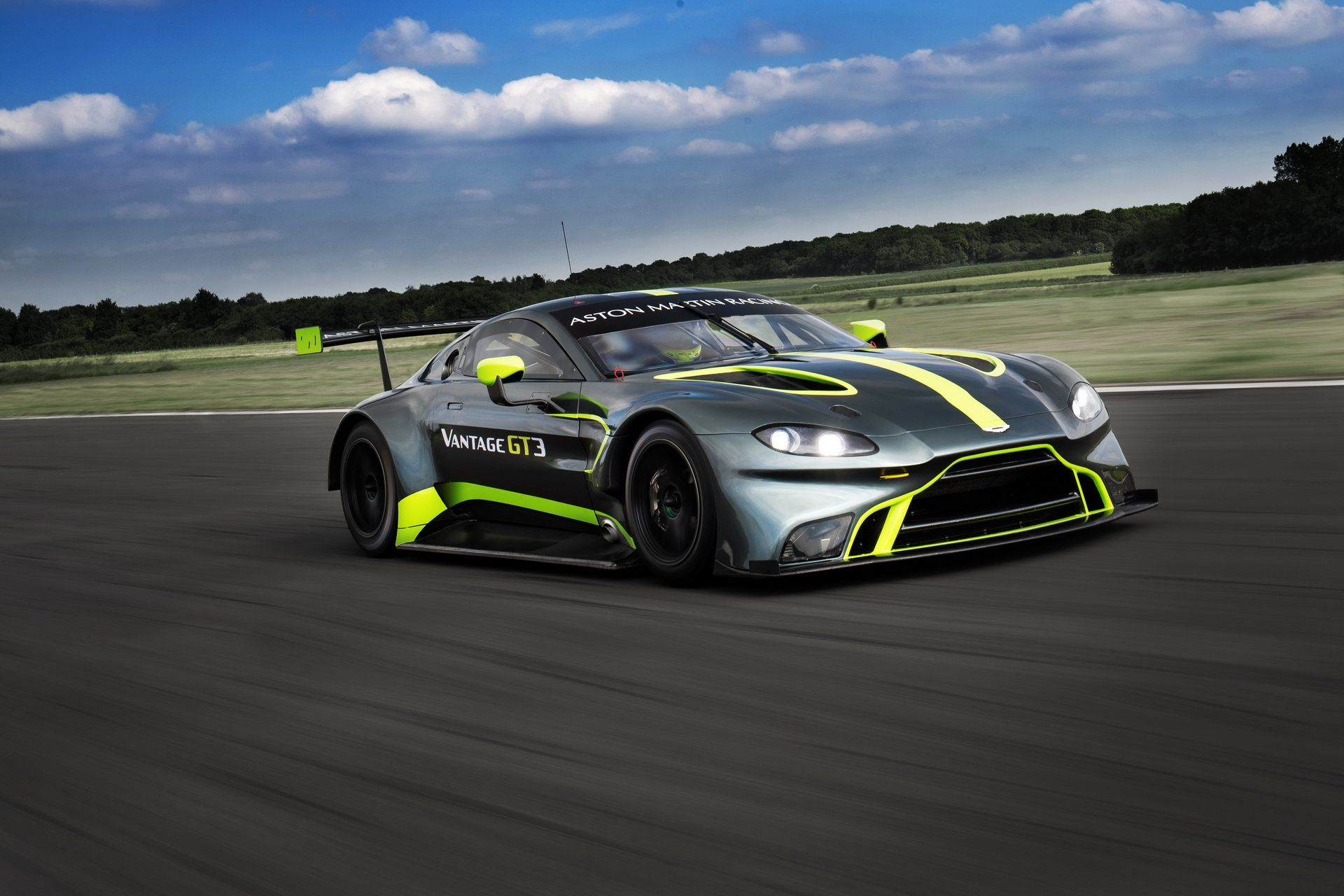 aston martin reveal the new vantage gt3 and gt4 race cars. Black Bedroom Furniture Sets. Home Design Ideas