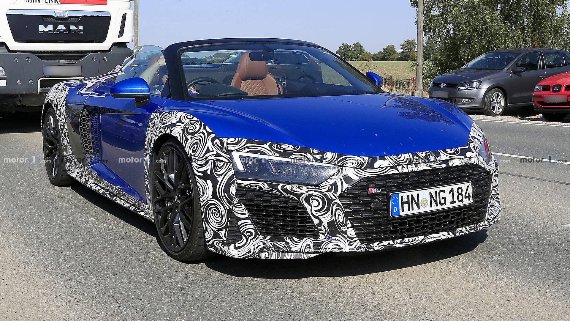 Audi R8 Spyder Facelift Makes Spyshot Debut