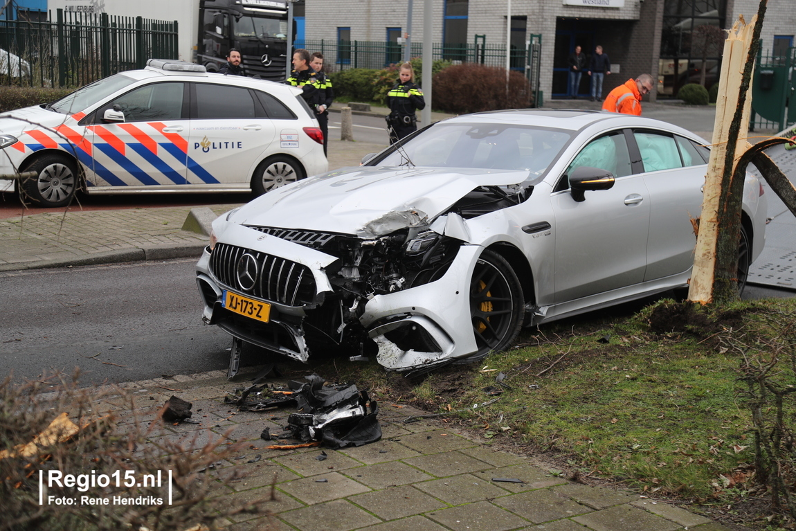 five day old mercedes amg gt 63 s 4 door coup crashed in the netherlands. Black Bedroom Furniture Sets. Home Design Ideas