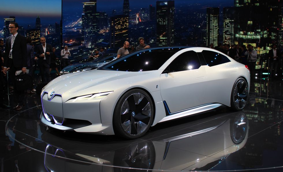 we could see a bmw i7 with 650 hp  485 kw  and 600 km range