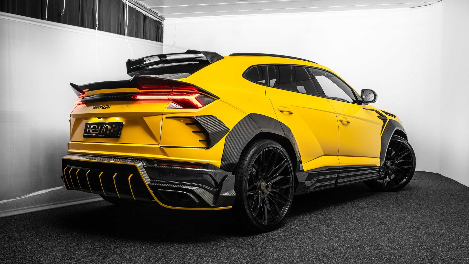 2020 Lamborghini Urus Review, Pricing, and Specs